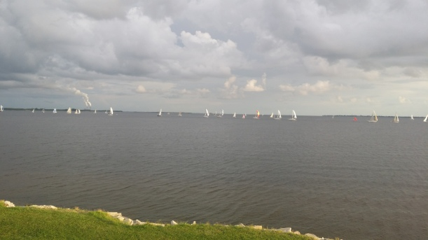 Boats rounding B mark coming to A mark