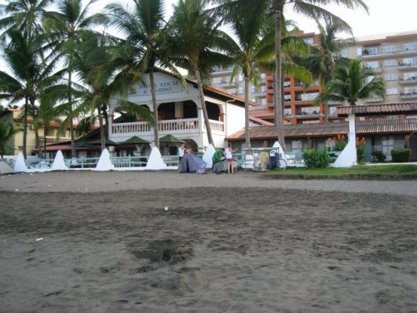Hotel in Jaco on the black sand beaches